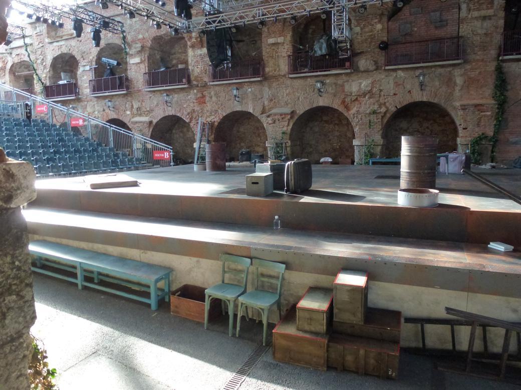La Mancha Bühne Seitenansicht 2012 ©Uwe Gorecky